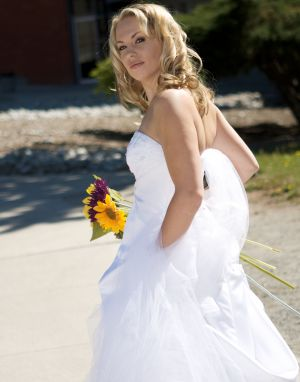 Wedding-bride-oakville-walking-photo-by-daniel-szajkowski-hamilton-toronto.jpg