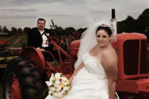 Wedding-couple-tracktor-photo-by-daniel-szajkowski-hamilton-toronto.jpg
