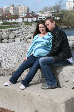 maternity-pregnancy-waterfront-burlington-couple-photo-by-daniel-szajkowski-hamilton-toronto.jpg
