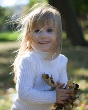 little-girl-autum-fallen-leaves-photo-by-daniel-szajkowski-hamilton-toronto-c91.jpg