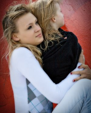 little-girl-women-waterfront-burlington-hugging-photo-by-daniel-szajkowski-hamilton-toronto.jpg