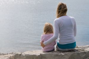 little-girl-women-waterfront-sitting-burlington-photo-by-daniel-szajkowski-hamilton-toronto.jpg